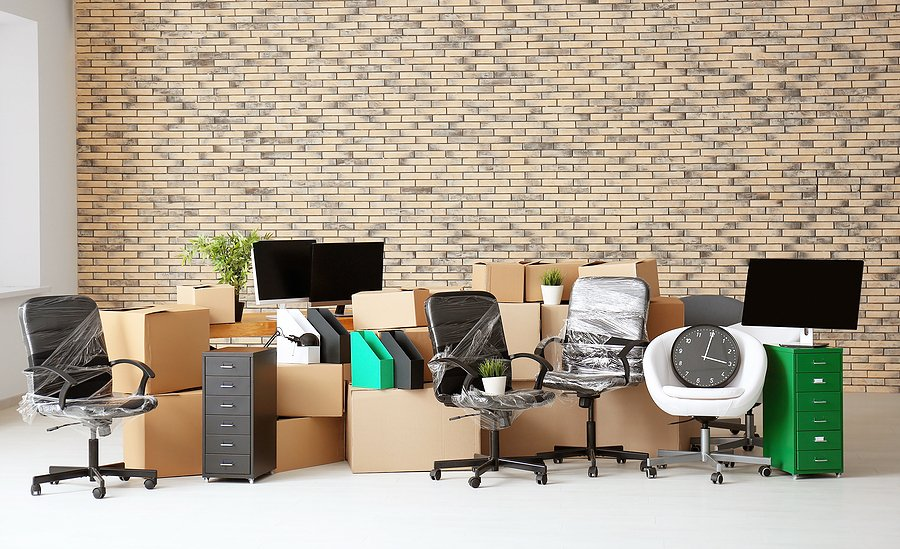 How much can a 10×10 storage unit hold
